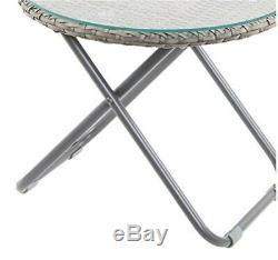 2 Chaises Et Une Table Avec Véranda Et Jardin