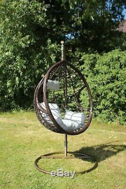 Balancez La Chaise D'oeuf Accrochante Avec Les Meubles Extérieurs De Rotin De Pe De Jardin De Coussin De Patio