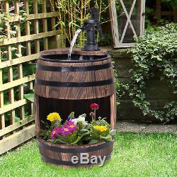 Bois Barrel Pompe Fontaine D'eau Feature Avec Un Décor De Jardin Fleur Planteur