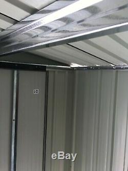 L'outil Extérieur De Maison De Stockage Extérieur De Hangar Puissant En Métal Remonte Avec La Base Libre